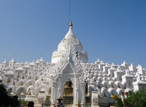 The white pagoda at Myatheindan